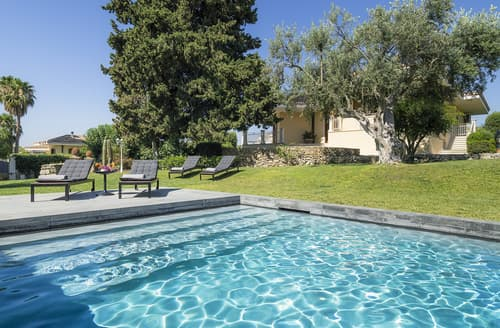 Last Minute Cottages - Villa Tremmilia