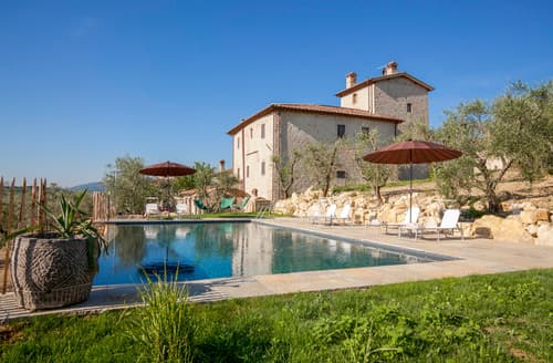 Last Minute Cottages - Villa Forte