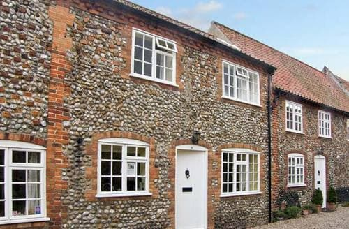 Last Minute Cottages - Tasteful Holt Cottage S2876