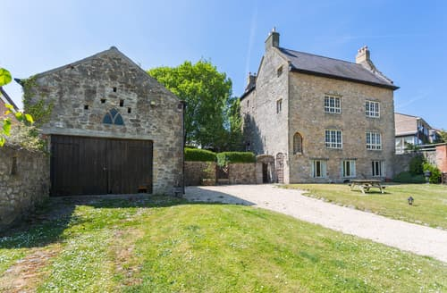 Big Cottages - The Medieval Manor