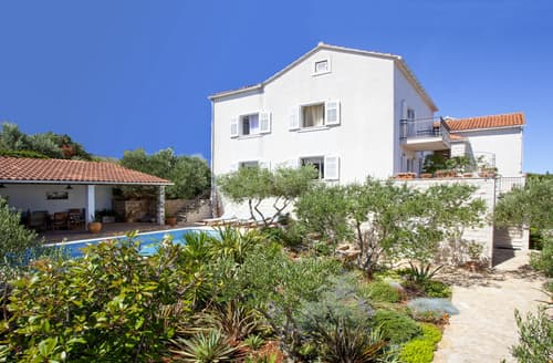 Last Minute Cottages - Villa Dodola