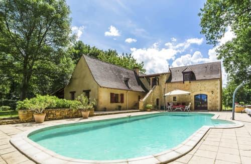 Last Minute Cottages - Villa des Arbres