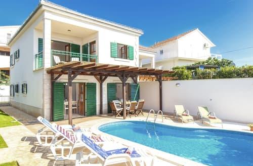 Last Minute Cottages - Villa Fania