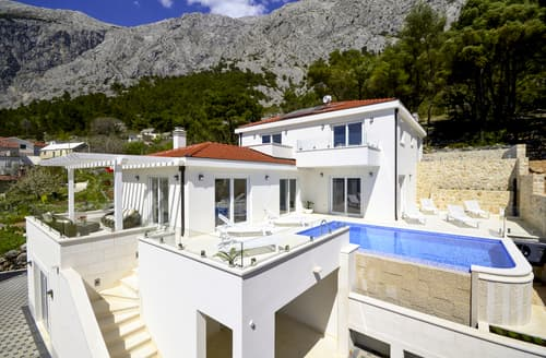 Last Minute Cottages - Villa Basca