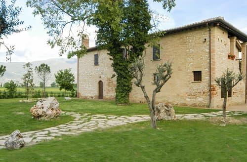 Last Minute Cottages - Villa Francesca