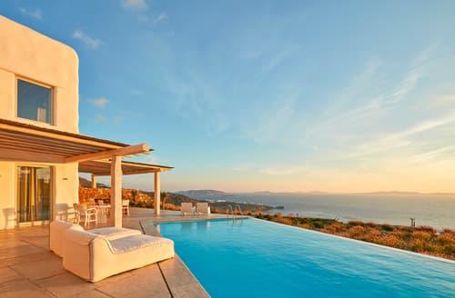 Last Minute Cottages - Villa Paralia