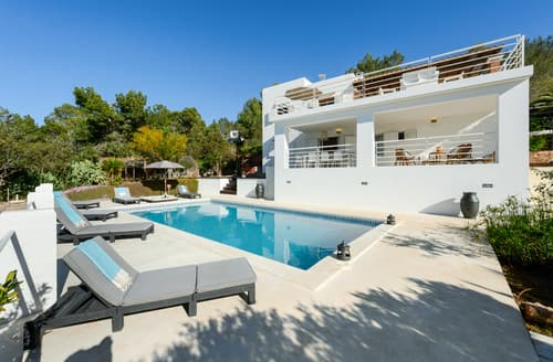 Last Minute Cottages - Villa Tarida