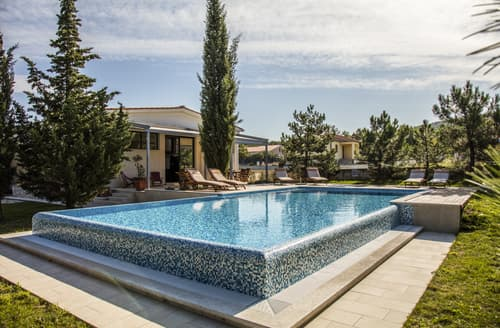Last Minute Cottages - Villa Breg
