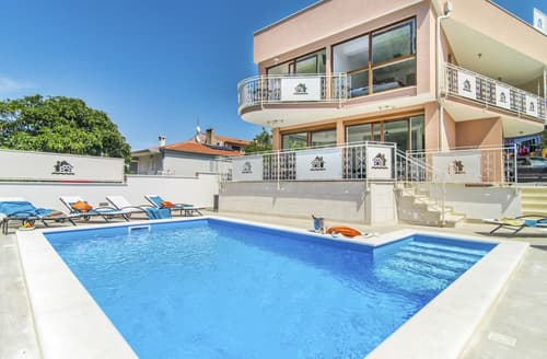 Last Minute Cottages - Villa Novigrad