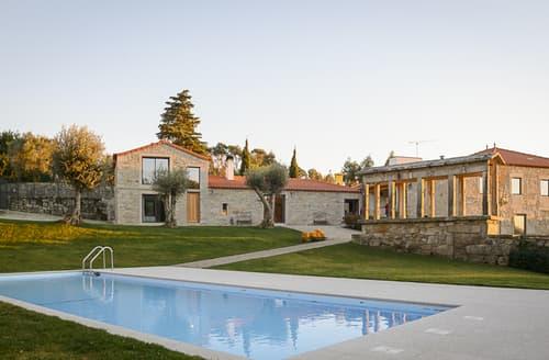 Last Minute Cottages - Exquisite Vila Praia De Ancora Cottage S116629