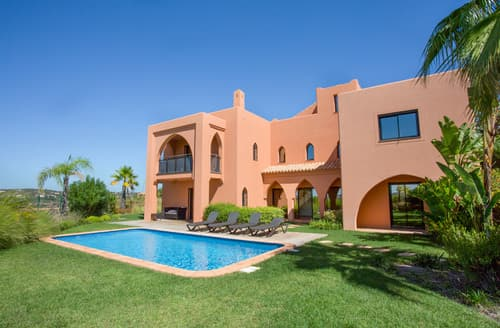 Last Minute Cottages - Villa Luzia