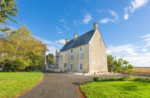 Last Minute Cottages - Chateau de Caillaud + Cottage