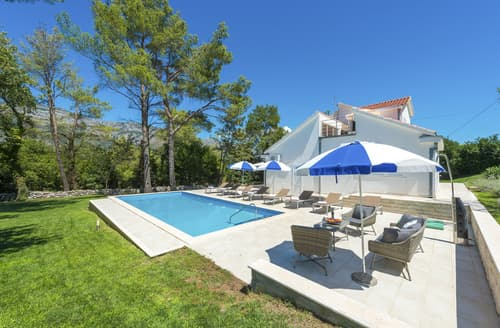 Last Minute Cottages - Villa Mirno