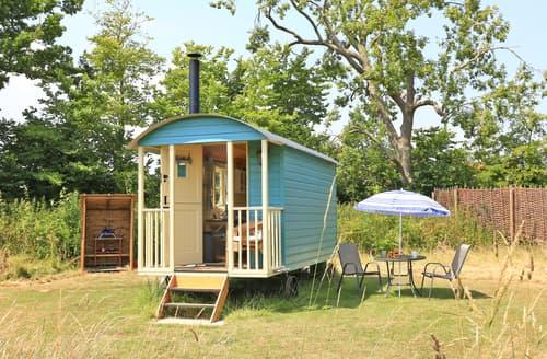 Last Minute Cottages - Delightful Toft Monks  Lodge S121438