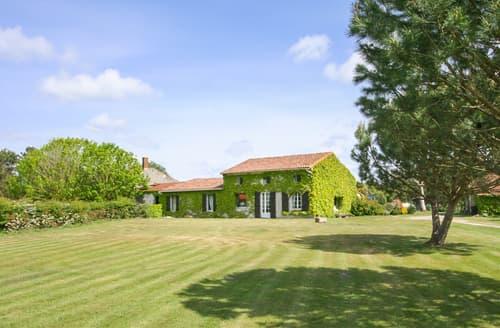 Last Minute Cottages - L'Etang Du Cygne