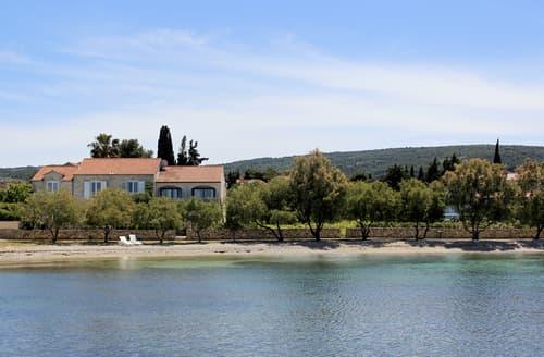 Last Minute Cottages - Villa Seka