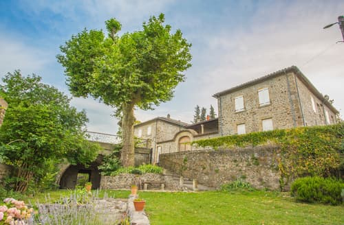Last Minute Cottages - Mas La Levade