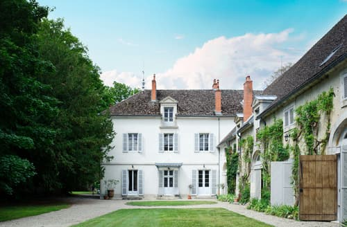 Last Minute Cottages - Chateau De Champ Carre Estate