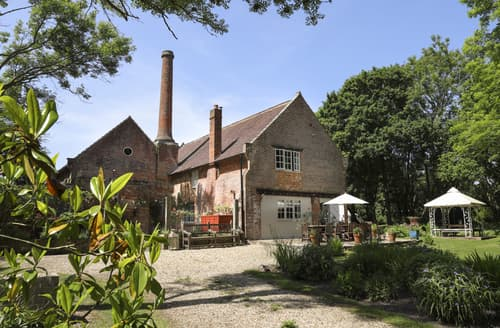 Last Minute Cottages - Cosy Brockenhurst Cottage S94338