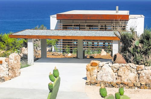 Last Minute Cottages - Luxury Pomos Cottage S115514