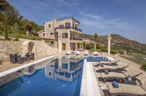 Last Minute Cottages - Villa Hesperos