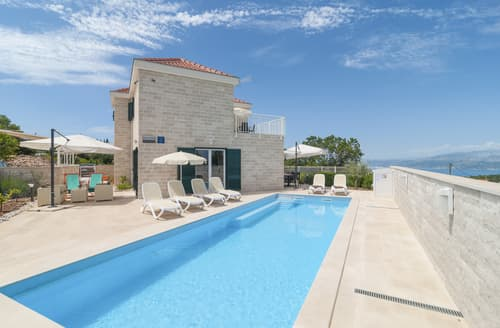 Last Minute Cottages - Villa Skrip