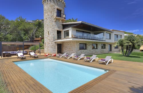 Last Minute Cottages - Villa Airam