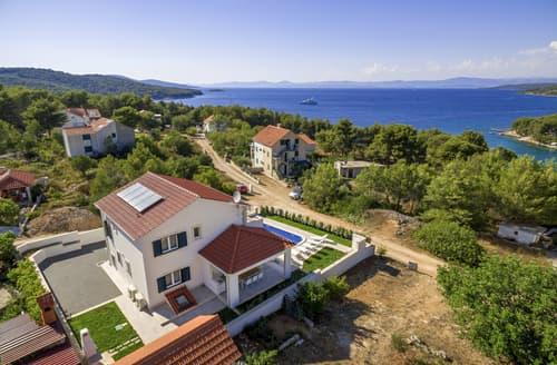 Last Minute Cottages - Villa Valechka