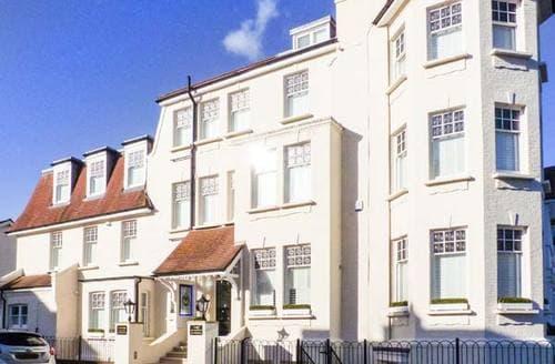 Last Minute Cottages -  Tower Apartment No. 3