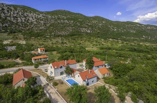 Last Minute Cottages - Villa Chesna