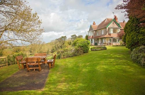 Last Minute Cottages - Captivating Olveston Cottage S121449