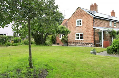 Last Minute Cottages - Charming Little Blakenham Cottage S113360