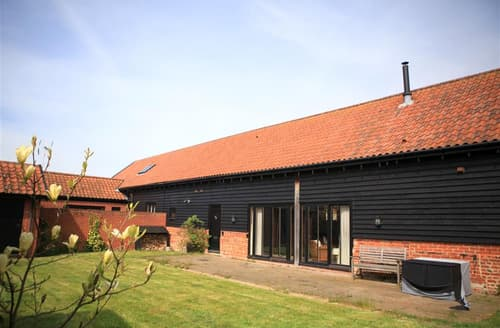 Last Minute Cottages - Luxury Bawdsey Cottage S83209