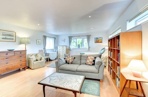 Last Minute Cottages - Charming Snape Apartment S83222