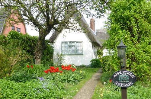 Last Minute Cottages - Beautiful Bury St Edmunds Cottage S86767