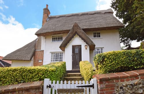 Last Minute Cottages - Priory Holme