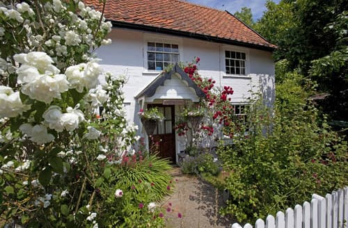 Last Minute Cottages - Inviting Laxfield Cottage S97418