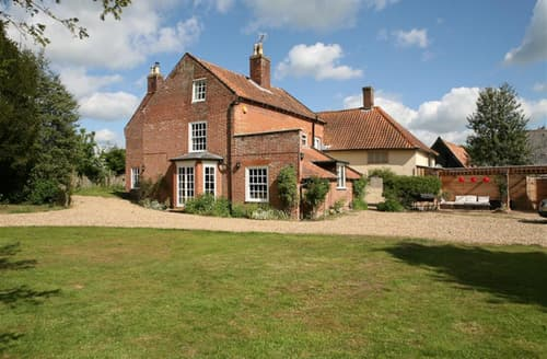 Last Minute Cottages - The Manor House