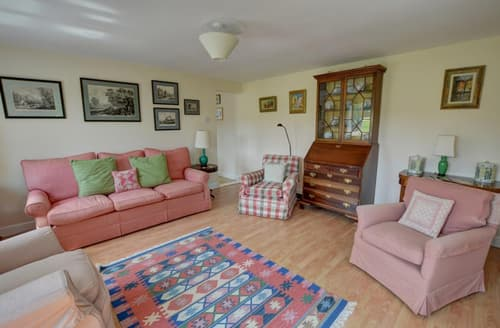 Last Minute Cottages - Beautiful Ringshall Cottage S97393
