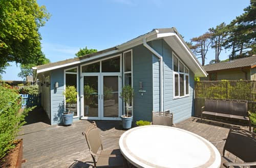 Last Minute Cottages - Inviting Weybourne Lodge S42529