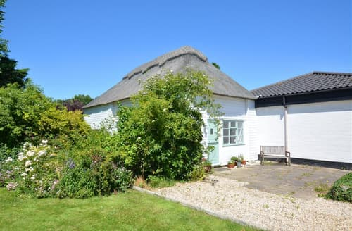 Last Minute Cottages - Cosy Upton Cottage S26837