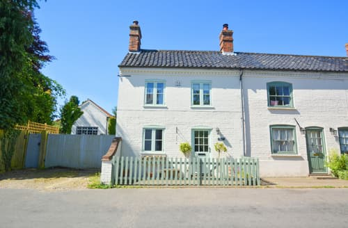 Last Minute Cottages - Charming Corpusty Cottage S72596