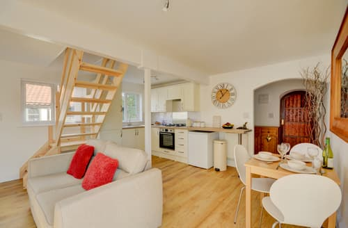 Last Minute Cottages - Luxury Bodham Cottage S96523