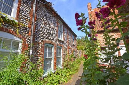 Last Minute Cottages - Lovely Cley Cottage S85880
