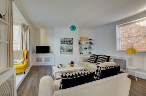 Last Minute Cottages - Luxury Cromer Apartment S80064