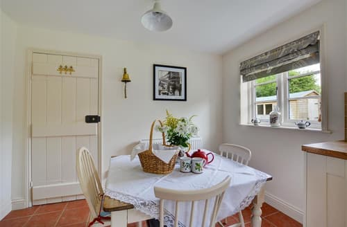 Last Minute Cottages - Tasteful Salle Cottage S70321