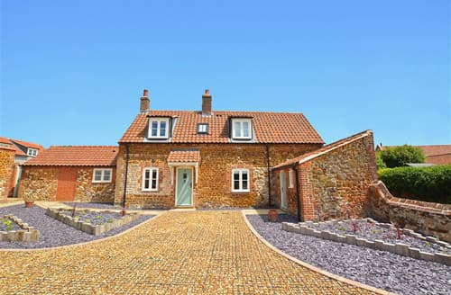 Dog Friendly Cottages - Wonderful Ringstead Lodge S59336