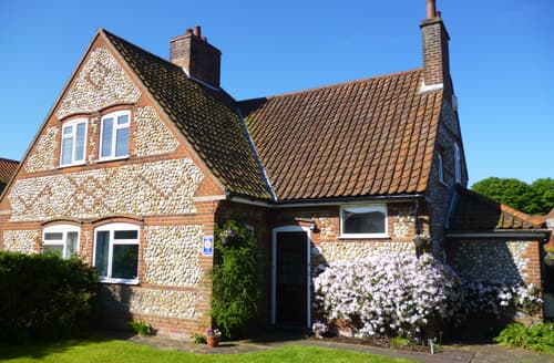 Last Minute Cottages - Beautiful Holt Rental S11705
