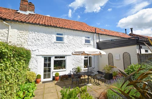 Dog Friendly Cottages - Attractive Docking Cottage S50508
