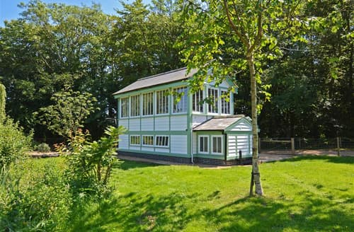 Last Minute Cottages - The Signal Box